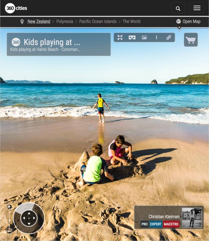 Niños jugando en la Playa de Hahei - Coromandel, Nueva Zelanda - Foto Pano 360 VR
