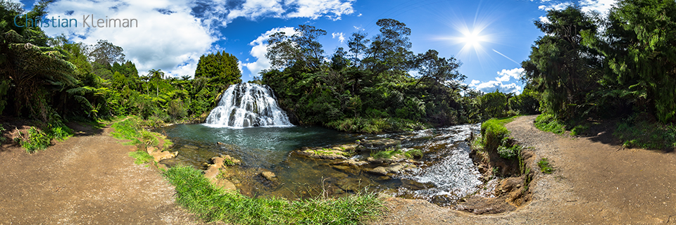 Foto 360 VR. Cascada de Owharoa - Karangahake Gorge. Coromandel. Waikato, Nueva Zelanda