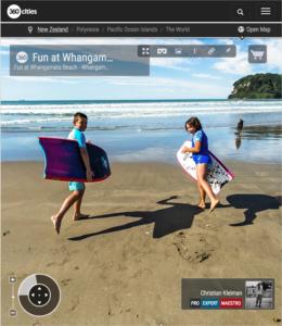 Foto 360 VR. Diversión en la playa de Whangamata. Coromandel. Waikato, Nueva Zelanda